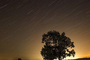 流れる星空