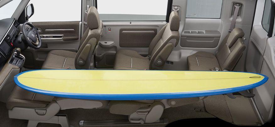 3名以上の乗車スペースを確保するシートアレンジ