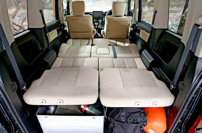 新型デリカD:5のシート下の収容