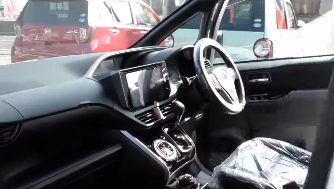 ヴォクシーの車内