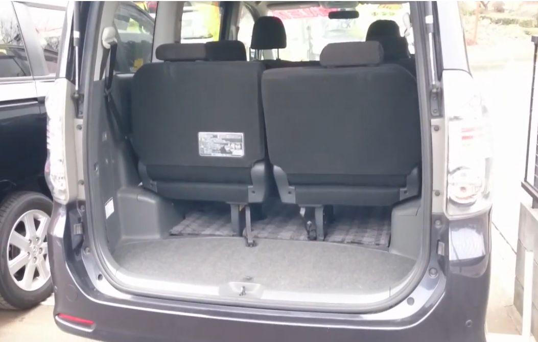 ヴォクシーの3列目シート使用時の荷室サイズ