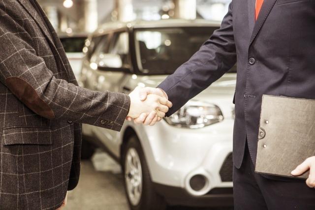 車を買う人