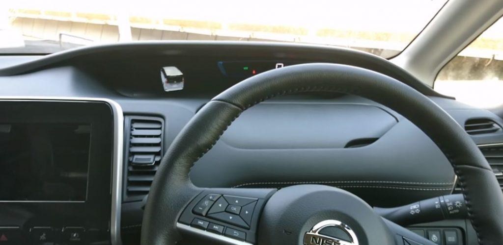 セレナe-power 運転席