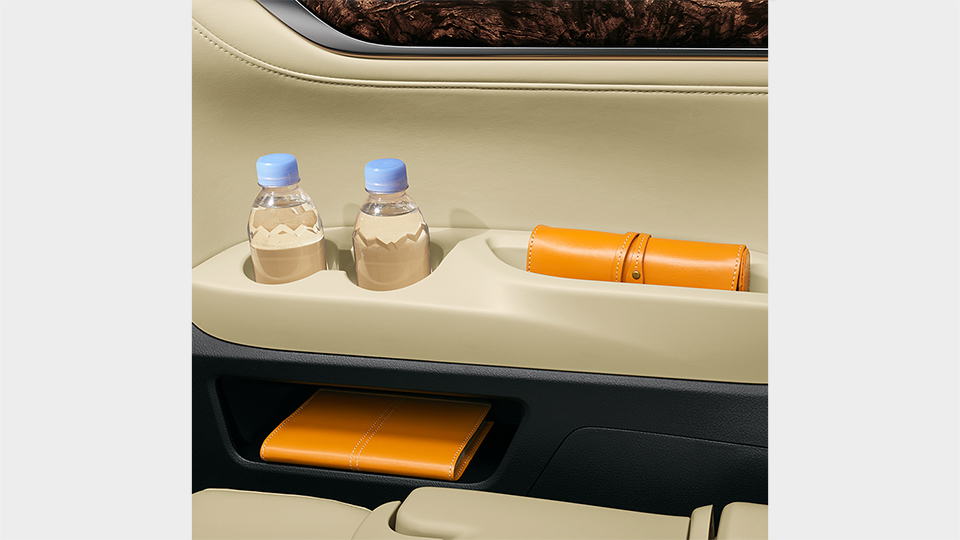 リヤクォータートリムサイドボックス(運転席側)&ボトルホルダー&トレイ